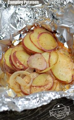 Savory Grilled Foiled Packet Campfire Potatoes – Easy camping recipe for dinner … Savory Grilled Foiled Packet Campfire Potatoes – Easy camping recipe for dinner or lunch – www. Camping Dishes, Camping Meals, Camping Recipes, Camping Tips, Camping Cooking, Vegetarian Camping, Camping Stuff, Grilling Recipes, Campfire Potatoes