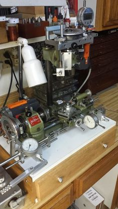 Insanely complex and sophisticated Unimat - ricardo kuhn (patineto) Homemade Lathe, Homemade Tools, Diy Tools, Small Metal Lathe, Metal Working Machines, Machinist Tools, Lathe Machine, Maker Shop, Industrial Machine