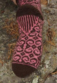 Ulla 03/14 - Ohjeet - Keisarin morsian Wool Socks, Knitting Socks, Knitted Hats, Mitten Gloves, Mittens, Knitting Patterns, Crochet Patterns, Boot Cuffs, Needlework