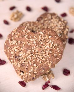 Mantler-Mühle Glutenfrei (@mantler.glutenfrei) • Instagram photos and videos Happy New Year, everyone! 💛 Das @mantler.glutenfrei Team wünscht euch einen guten Start in ein glückliches und glutenfreies Neues Jahr! Als Geschenk haben  wir ein Super-Power Rezept für euch - unsere Power-Herzen - Link in Bio! Photo by @anna_werr. #glutenfreecookies #glutenfreebaking Gluten Free Bakery, Gluten Free Flour, Gluten Free Cookies, Gluten Free Recipes, Glutenfree Bread, Gluten Free Living, Great Recipes, Biscuits, Chocolate
