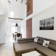 Das neue Wohnzimmer - Wir lieben die Altbausanierung in Hannover In Hannover haben wir bereits sehr vielen Kunden helfen dürfen, Träume zu realisieren. Es beeindruckt mich immer wieder, was aus alten Räumen entstehen kann. Unfassbar! Schauen Sie sich das an – wunderschön! Auch bei diesem Projekt für die Kratzsch Immobilienhandel GmbH aus Hannover (die via Facebook zu uns kamen) haben meine Teams hervorragende Arbeit geleistet. Vielen Dank Männer!