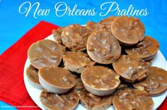 """New Orleans Pralines Recipe - Everyone knows New Orleans is famous for Pralines, which they pronounce """"praw-leens"""". How about trying their amazing Pralines? Microwave Peanut Brittle, Peanut Brittle Recipe, Graham Cracker Toffee, Graham Crackers, Christmas Candy, Christmas Baking, Christmas Treats, Christmas Recipes, Holiday Desserts"""