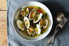 How to Make Clams With Lime-Butter Sauce