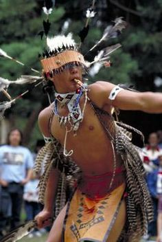 Coast Miwok Nation dancer performs at powwow, Oakland, California. Native American Pictures, Native American Quotes, Native American Beauty, American Indian Art, Native American History, American Pride, American Symbols, American Women, Chola Style