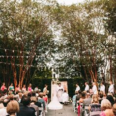 A Quirky Contemporary Wedding at Gibbes Museum of Art in Charleston, South Carolina | Jeanne Mitchum Photography | Theknot.com