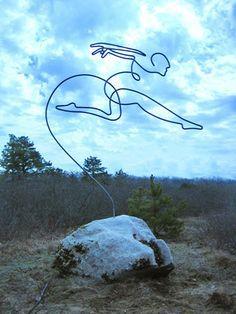Le sculture in filo metallico di Steve Lohman
