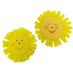 #Sonne basteln: Eine Bastelidee für das Basteln mit Kindern im Sommer. Für die Anleitung brauchst du nur gelbes Tonpapier und ein Kreppband. Zur kompletten Bastelanleitung: http://www.trendmarkt24.de/bastelideen.basteln-mit-kindern-sommer.html#p