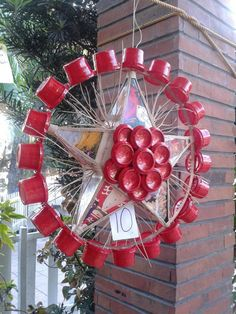 Recycling project by grade school kids: Christmas lantern made of painted plastic containers, soda can bottoms, old christmas cards and twigs Christmas Parol, Christmas Lanterns, Christmas Star, Christmas Wreaths, Christmas Crafts, Christmas Decorations, Holiday Decor, Diy Parol Recycled, Parol Diy