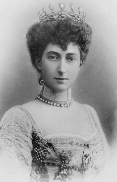 Queen Maud of Norway [ source ] The biggest diamond tiara in the Norwegian royal vaults is the stunning diadem that belonged to Queen...