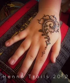 Moroccan bit by Henna Trails, via Flickr. Hmm, that's a design I can make. Me and one of my daughters, plan on having a henna party with my teen granbaby soon. She knows I love to paint, sketch, and draw. It should be fun.;-)