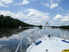 #Boating along the Erie Canal, part of the Great Loop. The #Great #Loop is a continuous waterway for boaters that includes a little bit of the Atlantic, Gulf Intracoastal Waterways, the Great Lakes, Canadian Heritage Canals, and the inland rivers of America's heartland. Once the journey is complete, you are an official 'Looper.'  Image credit: Gladys Buzzell