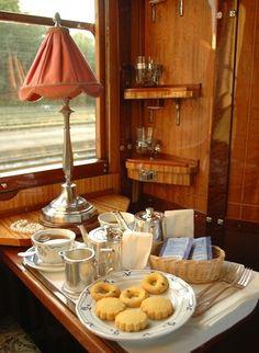 Tea on the Orient Express, Otra forma de tomar el té, mientras se viaja, contemplando paisajes por la ventanilla  <3