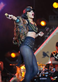 Rihanna Performs At The Wireless Festival