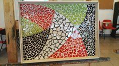 Bandeja con mosaicos en el taller de Mosaiquismo de Ricardo Stefani