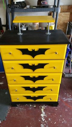 Super Bedroom Dresser Design Girl Rooms Ideas trendybedroom Super Bedroom D… Refurbished Furniture, Repurposed Furniture, Kids Furniture, Furniture Makeover, Dresser Makeovers, Dresser Ideas, Paint Furniture, Batman Bedroom, Batman Room Decor