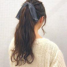 忙しい朝でも簡単でおしゃれに仕上がるヘアアレンジを知りたいという方も多いと思います。そんな方におすすめなのが、誰でも簡単にできて顔まわりもすっきり見せることができるまとめ髪です。今回は4つのヘアスタイルに分けて、不器用さんでも簡単にできるまとめ髪をご紹介します。