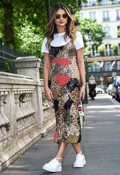 A '90s-Inspired Way To Wear A Sequin Dress (Le Fashion)