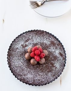 Chocolate Truffle Tart is the perfect afternoon treat for anyone. Celebrate Valentine's Day with this chocolate delight. Lindt Chocolate, Chocolate Truffles, Chocolate Lovers, Chocolate Desserts, Chocolate Delight, Just Desserts, Delicious Desserts, Dessert Recipes, Delicious Chocolate