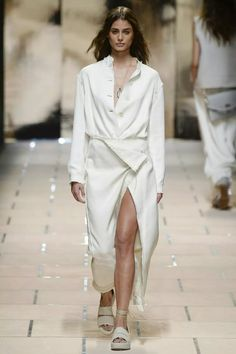 Taylor Hill   Trussardi Spring 2016 Ready-to-Wear Collection Photos - Vogue