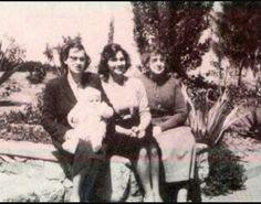 سوزان مبارك وهى طفلة مع الأم والأب والخالة