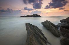 🌐 New free photo at Avopix.com - Rock Near a White Foggy Area Under an Orange Sky    🆕 https://avopix.com/photo/46754-rock-near-a-white-foggy-area-under-an-orange-sky    #beach #ocean #sea #sand #shore #avopix #free #photos #public #domain