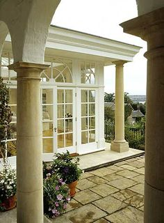 classic sunroom Orangery Conservatory, Conservatory Kitchen, Solarium Room, Brook House, Decks And Porches, House Extensions, Interior And Exterior, Exterior Windows, Classic House