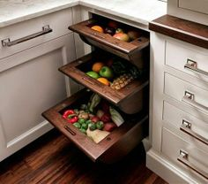 Smart Kitchen Storage: Pull-Out Basket Drawers for Fruits & Vegetables - Would like this in a walk-in Pantry Smart Kitchen, Kitchen Pantry, New Kitchen, Kitchen Decor, Kitchen Cabinets, Kitchen Drawers, Kitchen Ideas, Eclectic Kitchen, Inset Cabinets