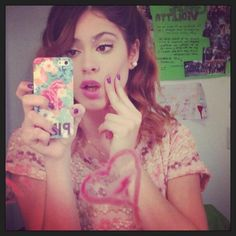 Yoo+Iphone=♥ Netflix Kids, Disney Channel Shows, Ever And Ever, Jouer, Iphone, Concert, Selena Gomez, Martini, Love Her