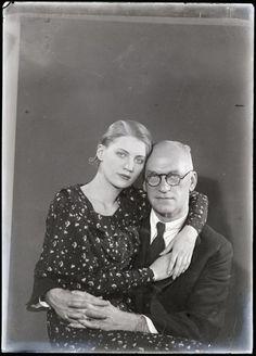 entregulistanybostan:  Man Ray: Theodore Miller with his daughter Lee Miller, 1931  © Man Ray Trust / Adagp, Paris     Source: Musée national d'art moderne / Centre de création industrielle   Centre Pompidou
