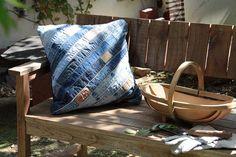 ヴィンテージ感漂うデニムベルトのクッション:ヴィンテージ&レトロ,ブルー系,Home's Style(ホームズスタイル)のクッション・クッションカバーの画像