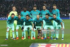 Team FC Barcelona poses before the UEFA Champions League Round of 16 first leg match between Paris Saint-Germain and FC Barcelona at Parc des Princes on February 14, 2017 in Paris, France.