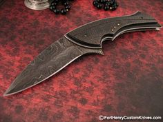 Corrie Schoeman. This is a very elegant linear designed Gentleman's knife called the Bware.