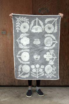 Villikukkia mini blanket, by Makoto Kagoshima