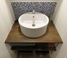 洗面ボウルの様子 Sink, Home Decor, Sink Tops, Interior Design, Home Interior Design, Sinks, Vanity, Home Decoration, Decoration Home