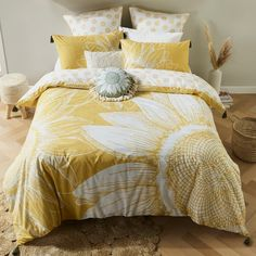 Update your bedroom just in time for spring with the KOO Sunflower Quilt Cover Set. Sunflower Room, Sunflower Quilts, Boho Teen Bedroom, Girls Bedroom, Master Bedroom, Bedrooms, Kissing Ball, Cute Bedroom Ideas, Diy Home Decor Bedroom