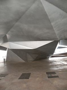 suspended ceiling / irregularity / sense of air / undercroft Caixa Forum Madrid, Herzog and De Meuron | Madrid | Spain