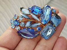 STUNNING VINTAGE JEWELLERY CRYSTAL SAPPHIRE AGATE CLUSTER RHINESTONE BROOCH PIN