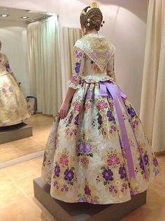Fallera Traditional Fashion, Traditional Dresses, 18th Century Dress, Civil War Dress, Victorian Costume, Fashion History, Vintage Dresses, Beautiful Dresses, Ball Gowns