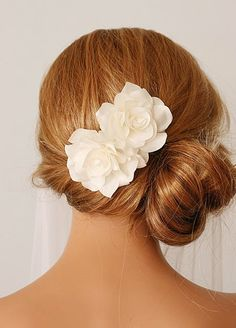 gorgeous cream flower hair accessories