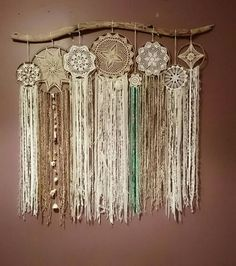 Create beautiful wall art with a large branch, doilies, lace, ribbons and fibers! Would also be beautiful over a bed! Grand Dream Catcher, Dream Catcher Boho, Mode Crochet, Crochet Home, Dreamcatchers, Diy Dream Catcher Tutorial, Doily Dream Catchers, Crochet Dreamcatcher, Diy Upcycling