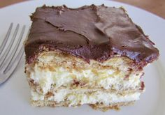 No-Bake Eclair Cake is a dessert that is layers of flavor: graham crackers, instant vanilla pudding, whipped topping and topped with chocolate frosting! Food Cakes, Cupcake Cakes, Cupcakes, No Bake Eclair Cake, No Bake Cake, Chocolate Eclair Cake, Chocolate Frosting, Whip Frosting, Icebox Cake