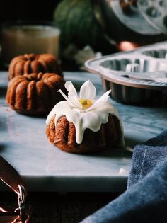 Pumpkin Bourbon Cakelets With Spiced Maple Glaze – DisplacedHousewife