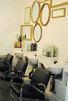 TRiM Hair Salon - like the mirrors Home Hair Salons, Home Salon, Salon Interior Design, Salon Design, Trim Hair Salon, Salon Shampoo Area, Salon Sink, Hair Salon Stations, Salon Dryers