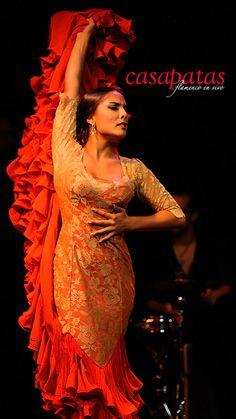 Flamenco dress: orange, floral bata Dancer: Alba Heredia
