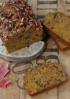 Spiced Pecan Pumpkin Bread recipe by SeasonWithSpice.com  Pão de Abóbora c/ temperos de ervas...