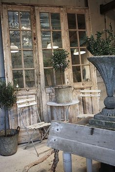 A more rustic French door look French Decor, French Country Decorating, Rustic French, Old Doors, Windows And Doors, Front Doors, Metal Doors, Shabby Chic Decor, Rustic Decor