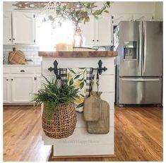 Farmhouse Kitchen Island, Kitchen Island Decor, Cute Kitchen, Kitchen Redo, Home Decor Kitchen, Country Kitchen, New Kitchen, Home Kitchens, Kitchen Remodel