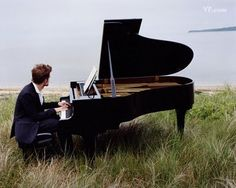 Robert Pattinson playing piano. Love actors who actually have other talents & don't pretend in films :)