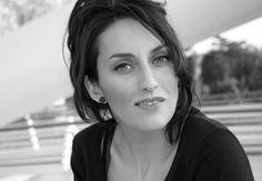 Brava e affascinante attrice catanese dalla fortissima presenza scenica. Protagonista in numerosi spettacoli, è anche una ballerina di tango argentino   Curriculum artistico di Roberta Giunta