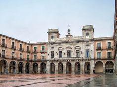 """Plaza Mayor de #avila o Mercado Chico #ayuntamiento #plazamayor #cyl #castillayleon #cylesvida 🇪🇸#nikon #travelguidespain #travelphoto #travelblog #instatravel #traveltheworld #travelgram #igtravel #ok_europe #living_europe #ig_europe #europe_vacations #visitspain #ig_spain #loves_spain #destinationed #kings_villages  #dailywonderpics #bestcitybreaks #travelanddestinations #living_destinations #tour #igworldclub #ig_worldclub"" by (travelgspain). europe_vacations #living_europe…"